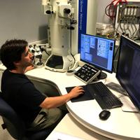 Microscopio Electrónico de Transmisión con unidad de Barrido (STEM)